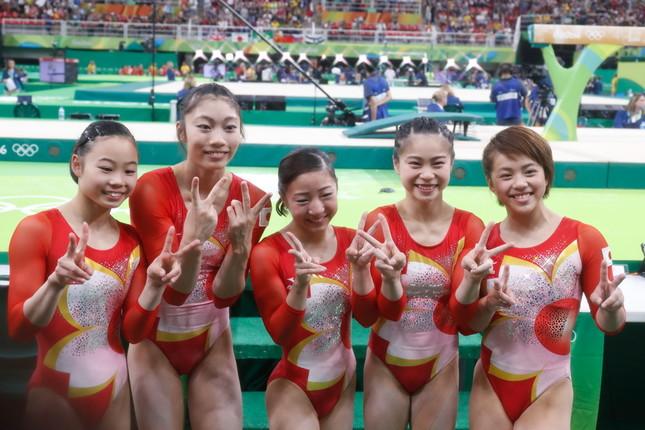 4位に入賞した日本体操女子団体(写真:田村翔/アフロスポーツ)