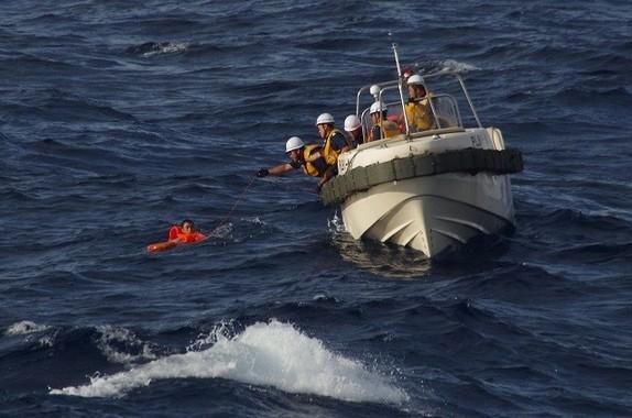 衝突事故は魚釣島北西約67キロメートルの公海上で起きた(海上保安庁提供)