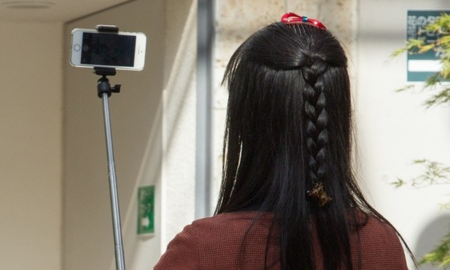 SMAP解散を嘆きつつ、なぜか「自撮り写真」(写真はイメージ)