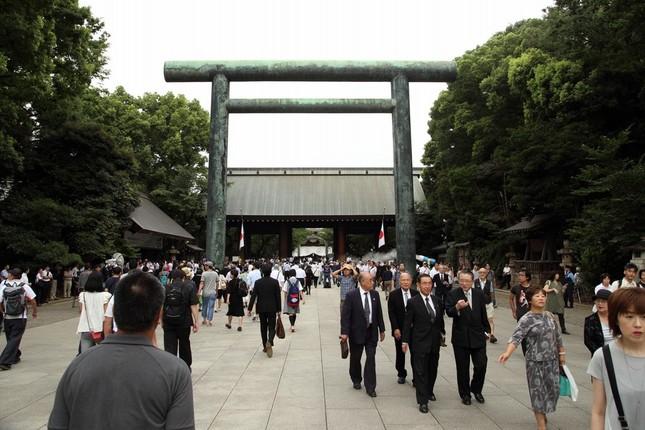 2016年の「終戦の日」には2閣僚が靖国神社を参拝した