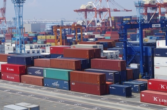 11期ぶりに黒字を記録した貿易収支