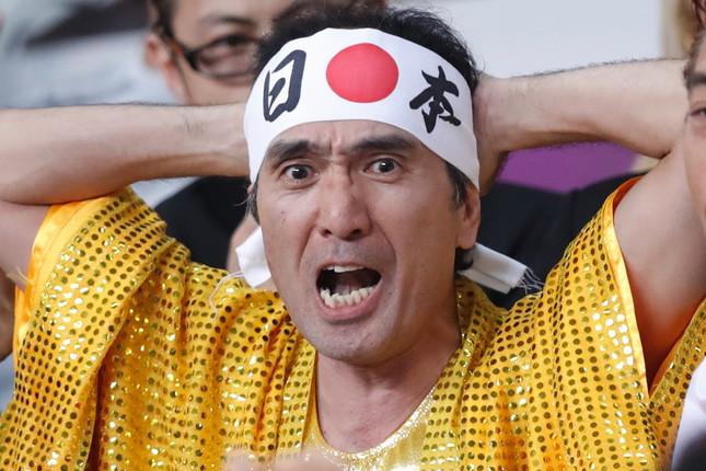 客席から声援を送る江頭さん(写真:田村翔/アフロスポーツ)