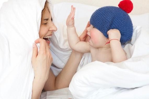 「いないいないばあ」は世界中の赤ちゃんが大好き