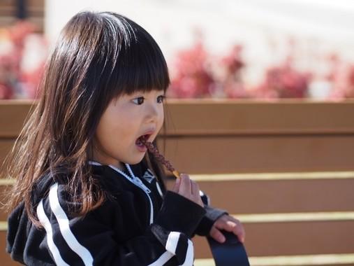 子どもはお菓子が大好きだが(写真と本文は関係ありません)