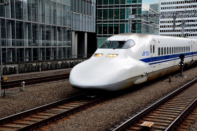 高速走行する新幹線の写真を撮影する「方法」とは・・・