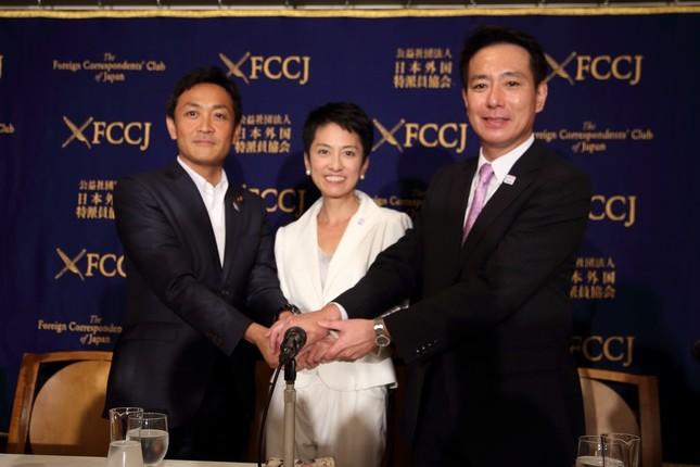 民進党代表選の候補者。左から玉木雄一郎氏、蓮舫氏、前原誠司氏