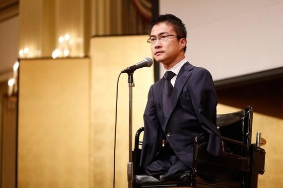 乙武氏は「誕生会」の開催で波紋を広げていた