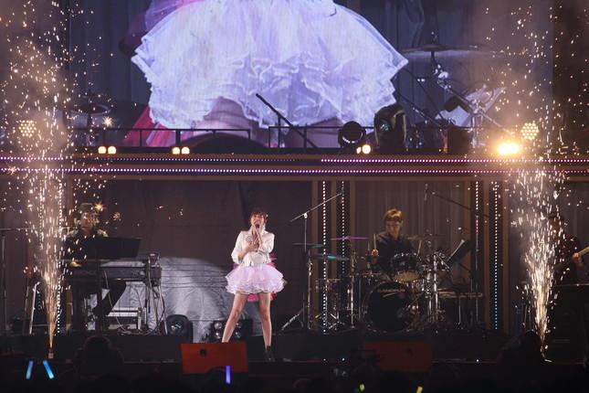 指原さんはソロでHKT48の代表曲のひとつ「12秒」を披露した