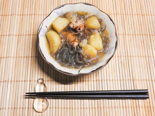 みりんは肉じゃがなど様々な和食で使用される(写真はイメージ)