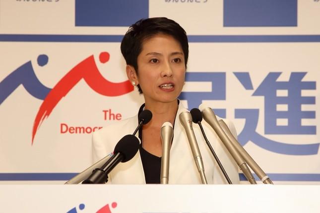 初の定例会見に臨む民進党の蓮舫代表
