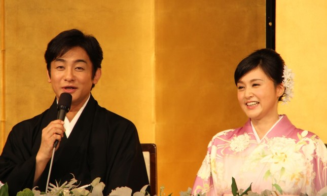 「梨園の妻」となった藤原紀香さん(写真は2016年3月の結婚会見時)