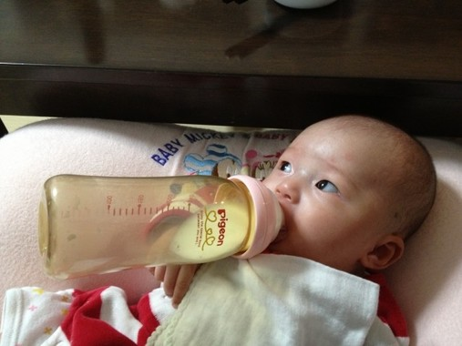水がない災害時には液体ミルクが役にたつ(写真はイメージです)