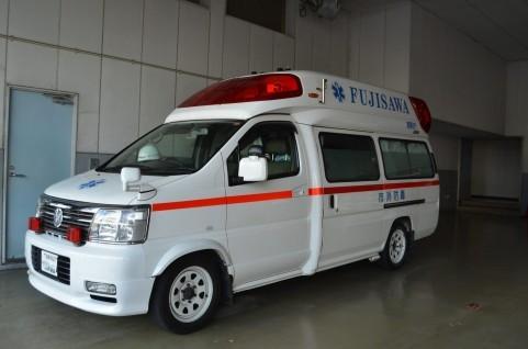 記者は迷った末に救急車を呼んだ(写真はイメージ)