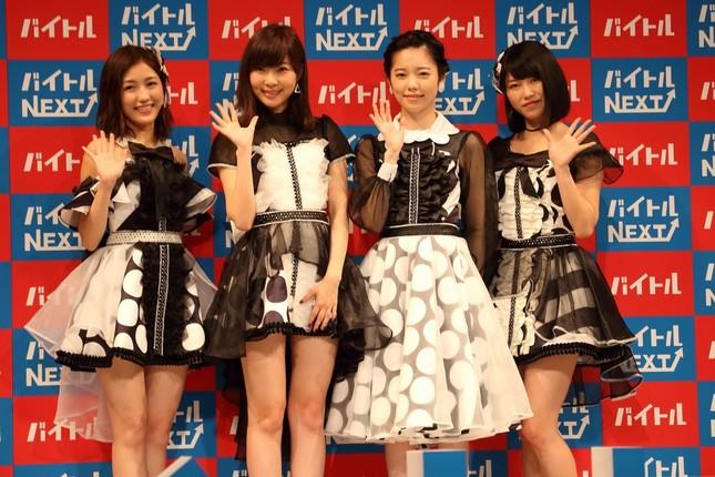 左から渡辺麻友さん、指原莉乃さん、島崎遥香さん、横山由依さん