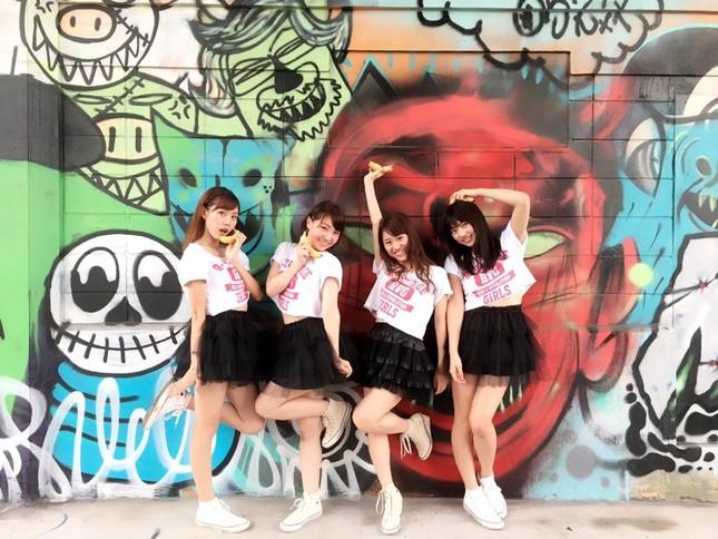 「R-Village Girls」の4人(MEIさんは左から2人目)