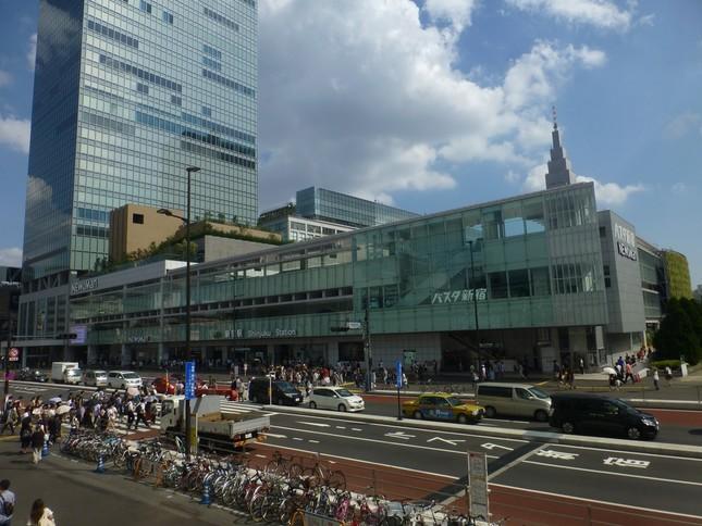 ファミリーマートが出店することが決まった「バスタ新宿」(写真はWikimedia Commonsより)