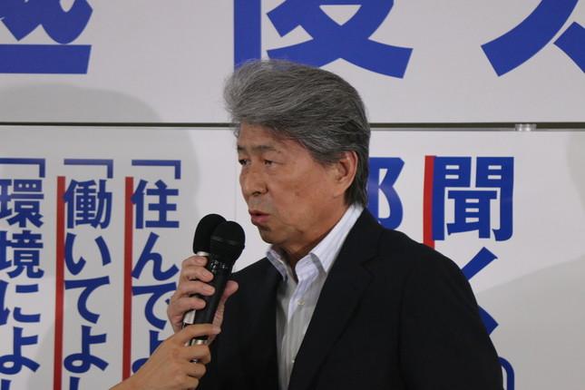 思い付きで都知事選に出馬した鳥越氏(16年7月撮影)