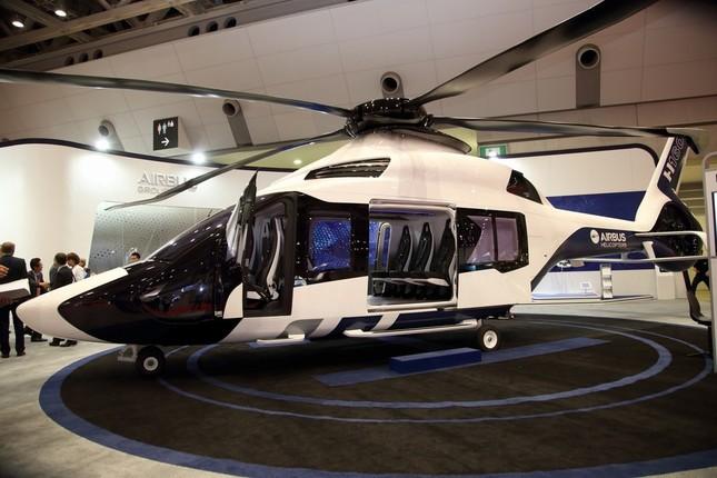 エアバスグループは新型機種「H160」の実物大模型をアジアで初めて展示した