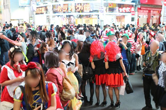 2015年の渋谷のハロウィーンには仮装した人が押しかけた