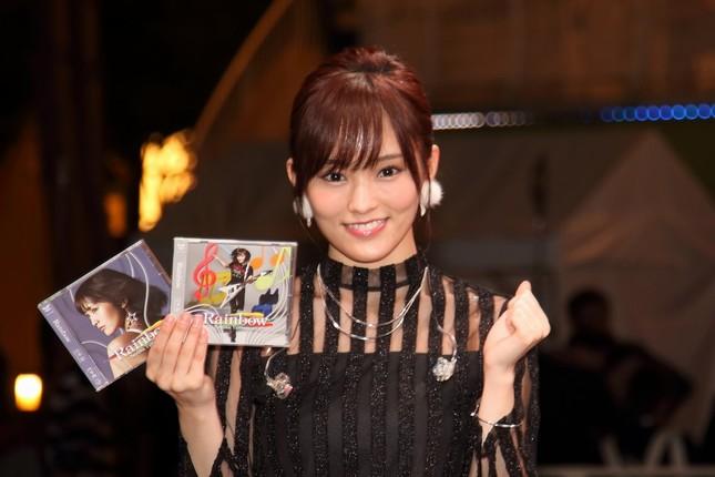 初のソロアルバム「Rainbow(レインボー)」を発売した山本彩さん。イベントには約2000人(主催者発表)が集まった