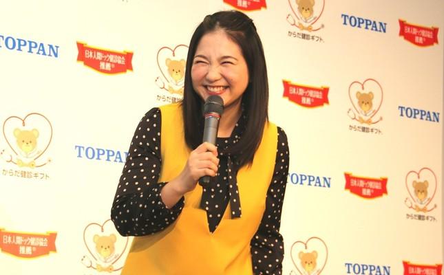 「娘には英語と韓国語も」と話した関根麻里さん