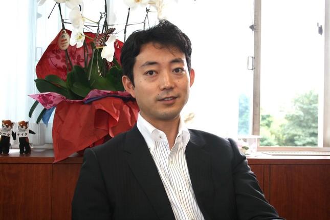 同性パートナーの市職員に事実婚と同様の結婚休暇を認めると決めた、千葉市の熊谷俊人市長(2009年8月撮影)