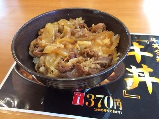 これが「無添くら寿司」の牛丼。370円(税抜)。