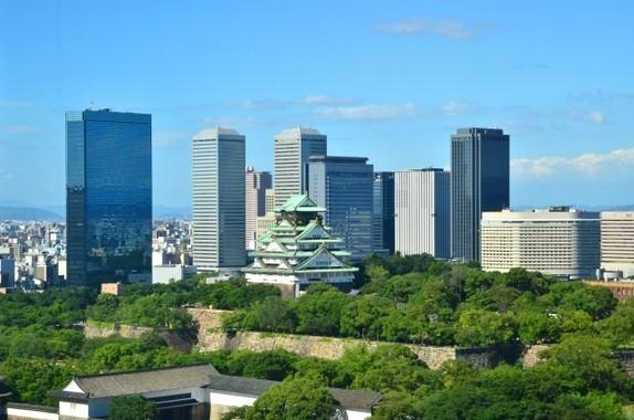 修学旅行では大阪城などを見て回った(写真はイメージ)
