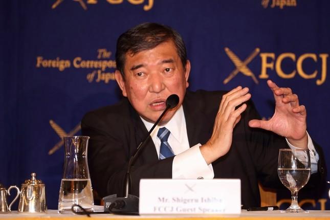 日本外国特派員協会で会見する石破茂・前地方創生担当相