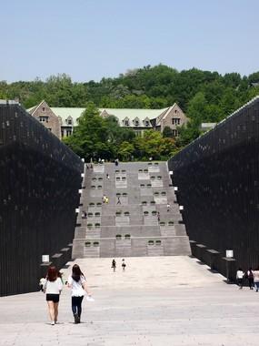 梨花女子大は韓国有数の「名門大学」として知られている
