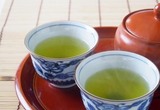 「温かいお茶で薬を飲む」は○か×か