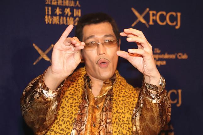 人気シンガーソングライターの「ピコ太郎」さん(写真は2016年10月28日撮影)