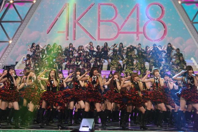 2011年の紅白歌合戦ではAKB48は210人が出演した(写真は2011年のリハーサル)