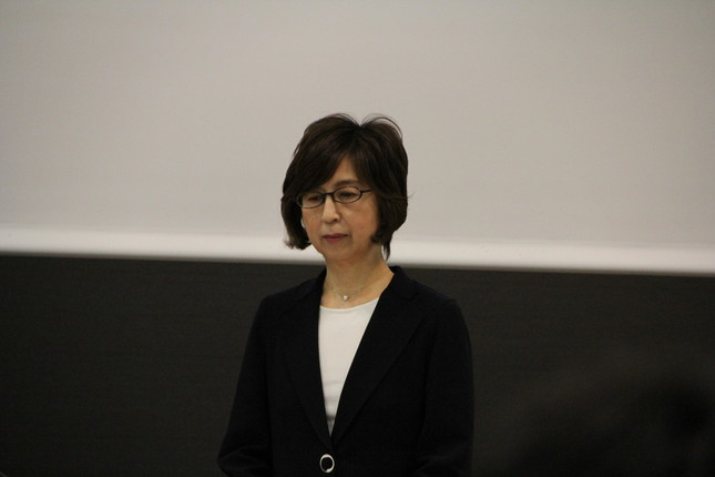会見に臨む南場会長(2016年12月7日撮影)