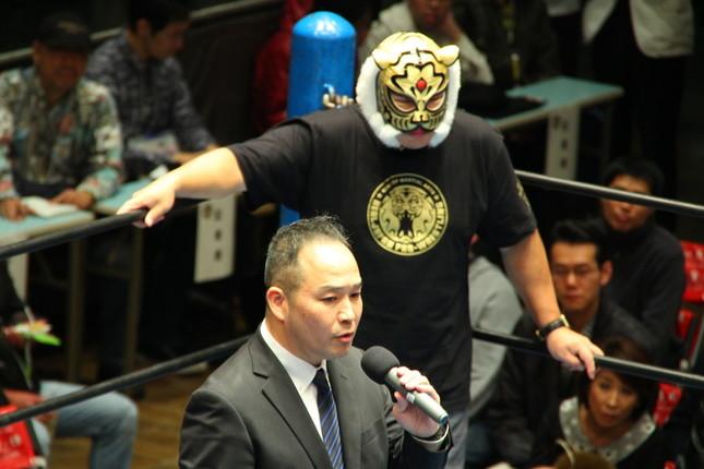 初代タイガーマスクとともにリングに立った河村さん