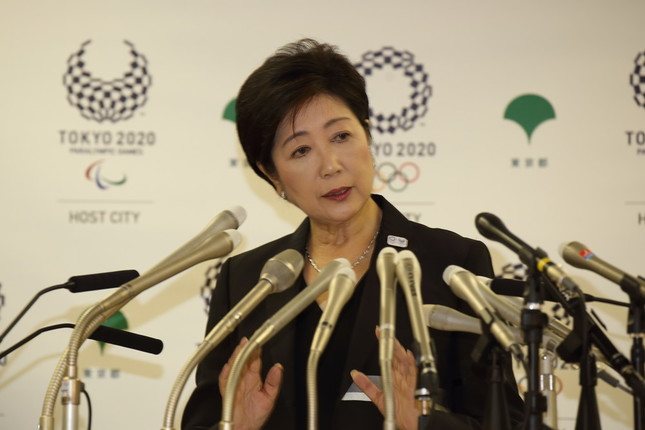 東京都の小池百合子知事は「離党論」について「私自身が決める」と述べた(写真は2016年8月撮影)