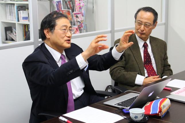 意見を述べる山田氏(左)と大慈弥氏