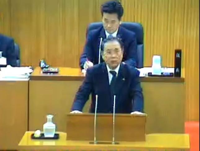 飯塚市議会で陳謝する斉藤守史市長(ユーストリームの中継動画より)