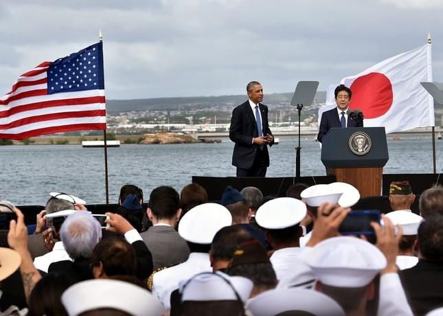 安倍首相(右)は演説で「和解の力」を強調した(外務省ウェブサイトから)