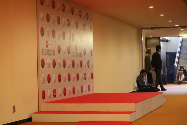 TOKIOはNHKホールで取材に応じた