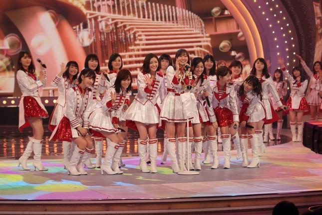 「ダミーの順位」としてセンターポジションで歌うHKT48の指原莉乃さん