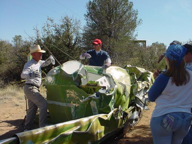 エンブリー・リドル航空大学大学院在学時、事故機の機体を使っての授業のひとコマ(写真提供:前田伸二さん)