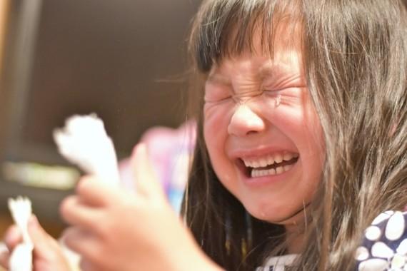 スマホは泣く子への最終手段?