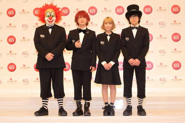 計3回紅白歌合戦に出場している「SEKAI NO OWARI」。右がNakajinさん、その隣がSaoriさん(写真は2014年の紅白初出場者発表会見)