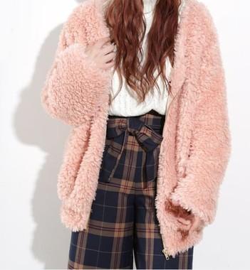 ウィゴーで完売したピンクの「プードルコート」(モコモコジャケット)/ウィゴー提供