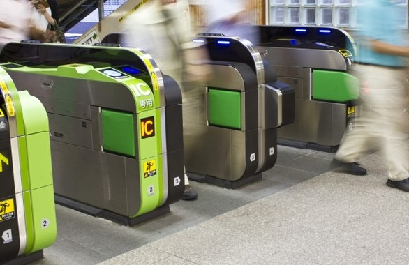 JR東日本の「Suica」は、駅の改札を入るのに最低「初乗り運賃」分が必要