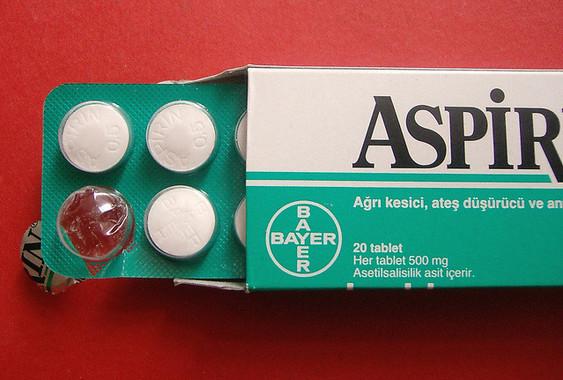 子どもに与える場合は、特に注意して成分名に目を通そう(画像は欧州で販売されているアスピリン)