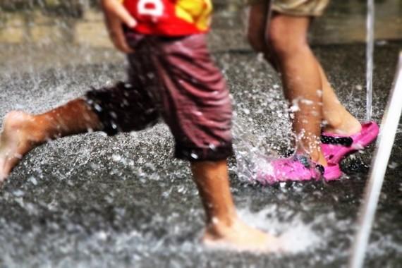公園の噴水には思わぬ危険が