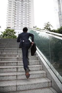 階段があれば喜んで駆け上がろう