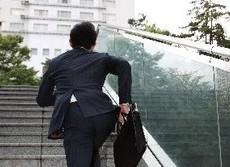 階段上り:日野原重明さんが実践した健康法 短時間でできて効果はジョギング並み